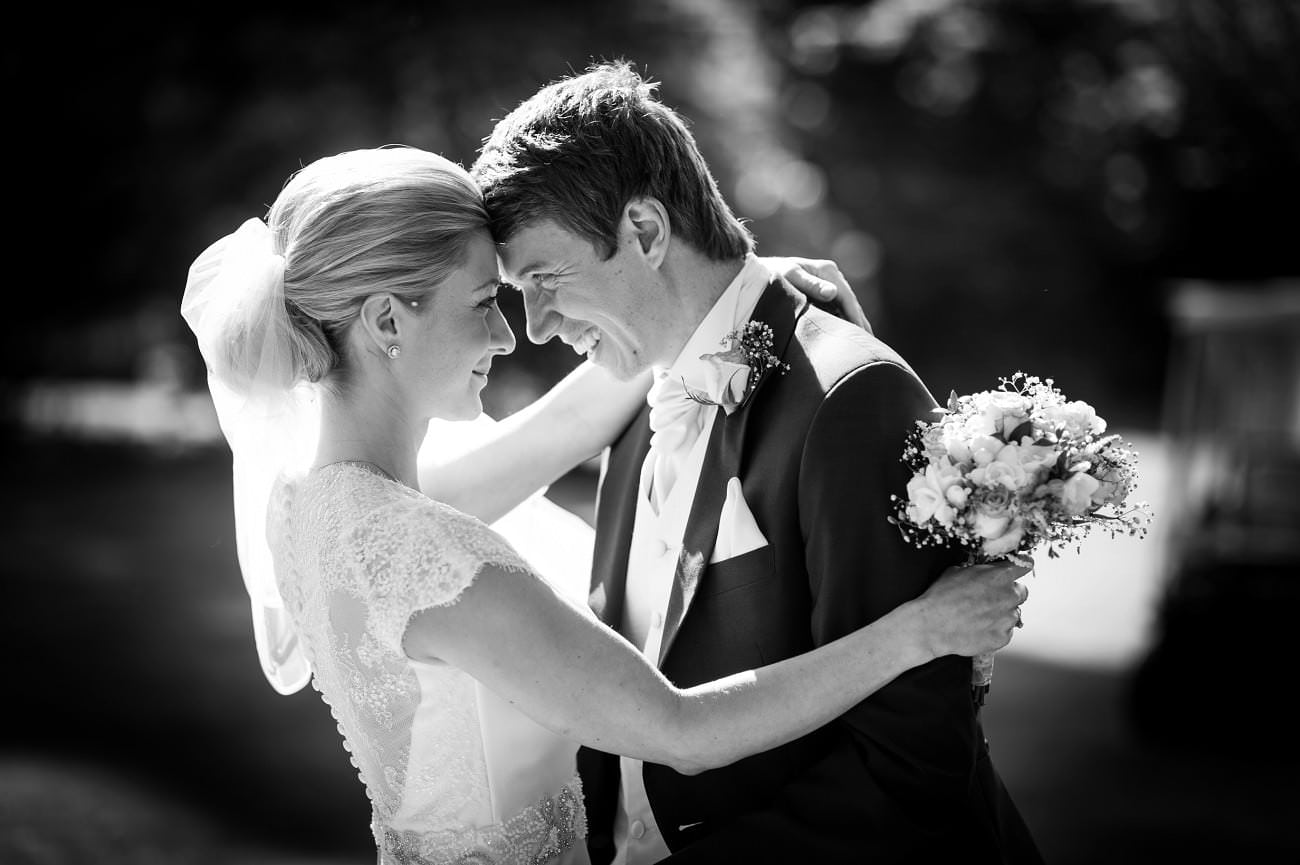 Essential Tips to Choose a Wedding Photographer