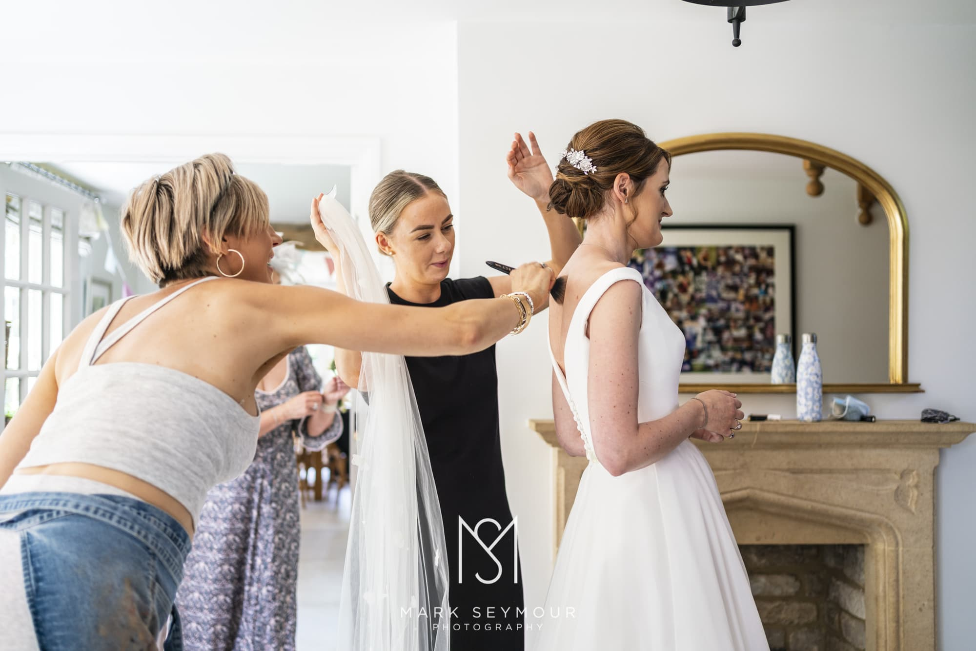 Barnsley House Wedding Photographer - Olivia and James' wedding 2