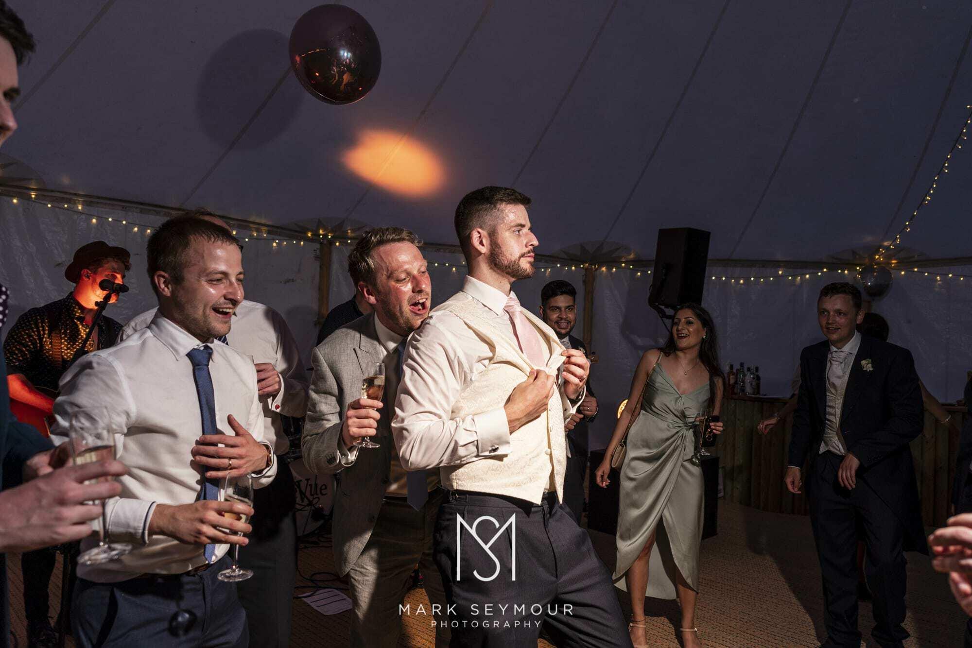 Barnsley House Wedding Photographer - Olivia and James' wedding 33